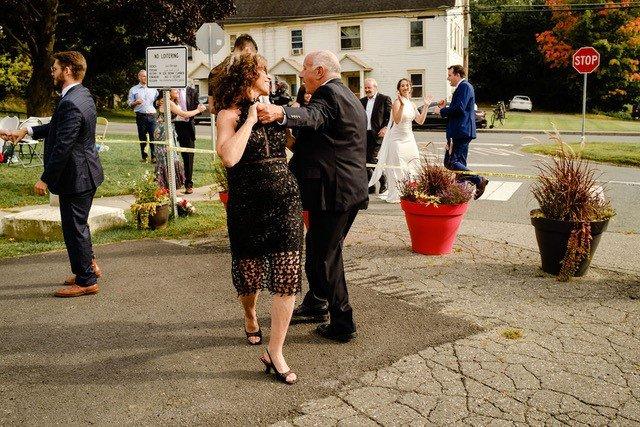 الحب في زمن الكورونا: حفل زفاف على الحدود الكندية الأمريكية | مهاجر